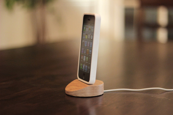 Charging Dock for iPhone 5-lightning-dockwith-case_grande.jpg
