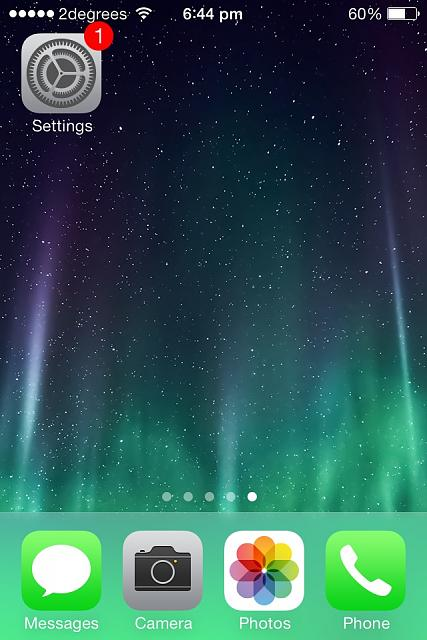 iOS 7 dock, folders and lock screen has changed to a funny colour-image.jpg