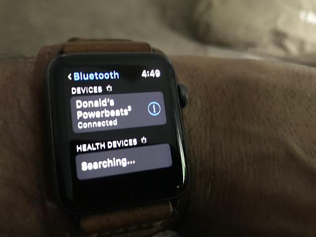 Powerbeats 3 and Apple Watch-01f33a35ceb3034dac4e5479a76f7eb408bf865bca.jpg