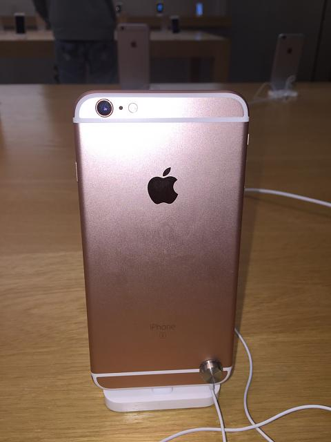 Does the rose gold look nice or does it look really pink in real life?-imageuploadedbytapatalk1444421271.024848.jpg