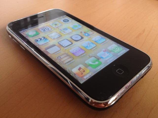What was your first Apple device (in pictures)?-iphone-3gs.jpg