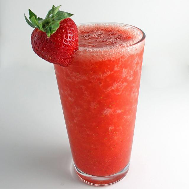 The iMore 20K / 50K Post Challenge - Are you up for it?-yummy-easy-strawberry-smoothie.jpg