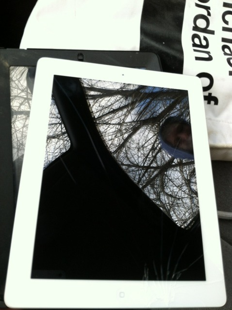 iPad 3 Cracked Screen-imageuploadedbytapatalk1365017412.085096.jpg
