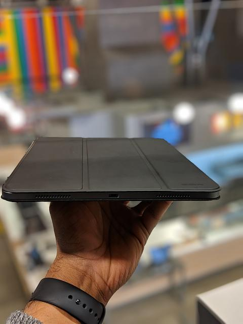 [Review] ESR Yippee Magnetic Smart Case for the iPad Pro 11 inch-00100lportrait_00100_burst20181217164811909_cover.jpg