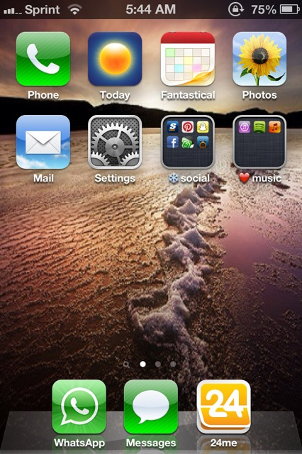 Show us your iPhone 4S home screen!-imageuploadedbyimore-forums1358856788.046420.jpg