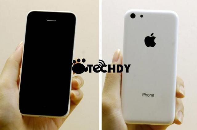 iPhone 6 Rumors: Photos Of Plastic Budget iPhone Allegedly Leak-qq-20130708093009.jpg