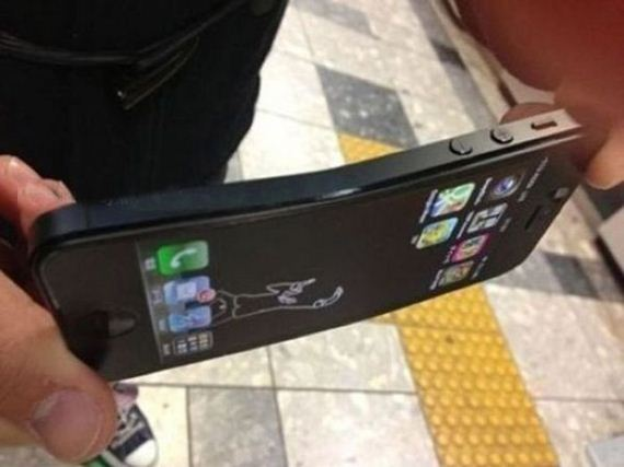 Does the next iPhone REALLY need to be thinner?-03-iphone-5-can-bent.jpg
