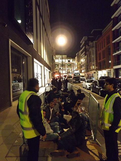 Official Waiting in line for an iPhone 5s Thread!-6.jpg