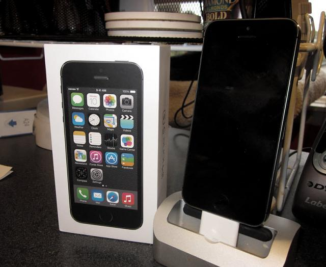 Let's see those iPhone 5s'-iphone5s.jpg
