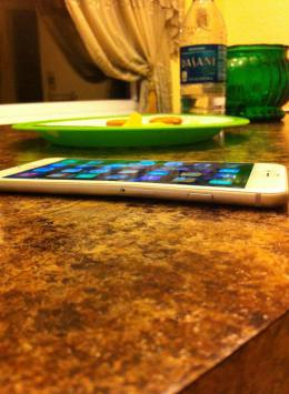 There are a few cases of the iPhone 6 Plus bending, circulating online-imageuploadedbyimore-forums1411506807.729916.jpg
