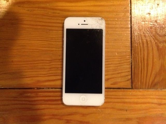 Selling an iPhone 5S with a cracked screen - suggestions?-_57.jpg