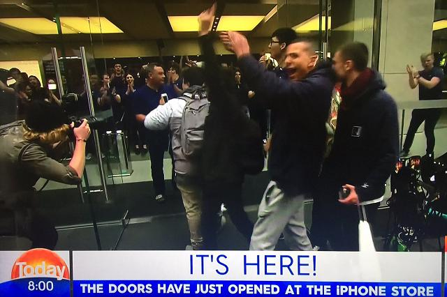 Australia opens it's doors to the iPhone 7.-csbupy9usaasqyi.jpg-large.jpeg