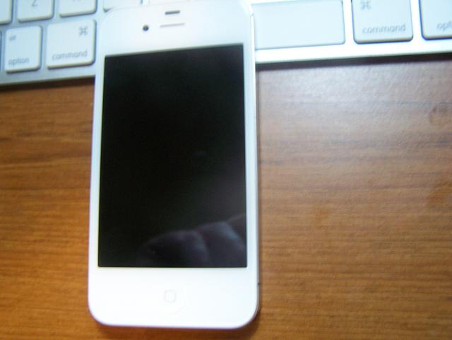 SOLD : A 1 week-old white Verizon iPhone 4S 32GB for Galaxy S3 or Razr Maxx-100_0913.jpg