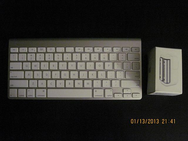 Apple iPad 2 WiFi+3G (Verizon) 32GB Black and loads of accessories-apple-wireless-keyboard-batteries.jpg