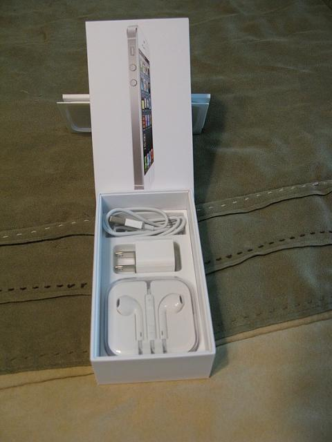 WTS:  iPhone 5 64GB White (Verizon) w/  AppleCare+ 1 Month Old-img_3343.jpg