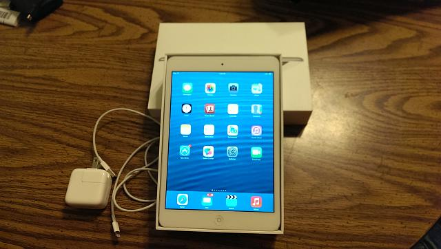 *Mint* White iPad Mini 16GB-imag0033-1-.jpg