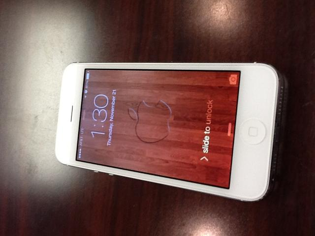 AT&T iPhone 5 - white, 16gb, Lifeproof case-photo-3.jpg