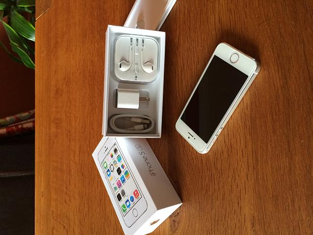 AT&T iPhone 5s (64 GB White/Silver) 10/10 Condition-img_0004.jpg