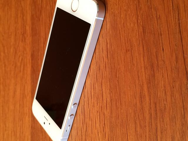 AT&T iPhone 5s (64 GB White/Silver) 10/10 Condition-img_0005.jpg