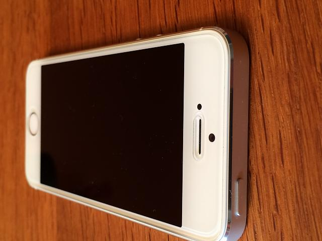 AT&T iPhone 5s (64 GB White/Silver) 10/10 Condition-img_0008.jpg