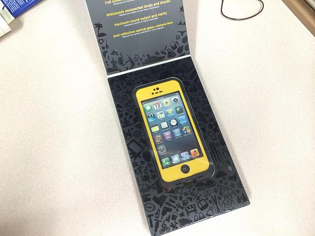 New Condition Yellow and Black LifeProof Case and Mint Condition Black iPad Air Smart Cover-img950148.jpg