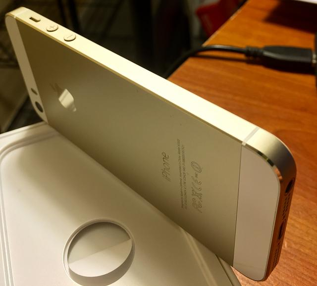 WTS iPhone 5s 32 Gold Unlocked, lots of accs.-5job8qq.jpg