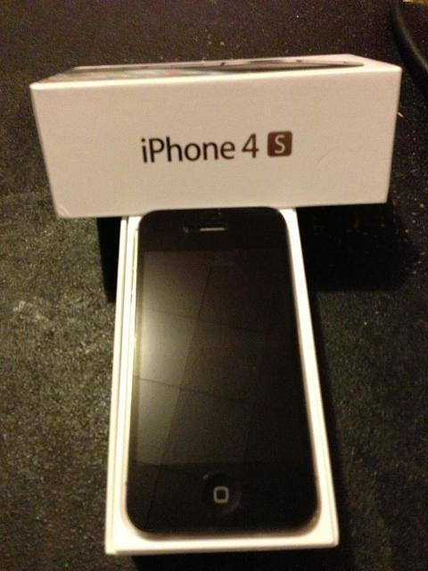 WTS: iPhone 4S 64GB for Sprint (Black) with ZAGG--MINT/UNLOCKED-4s-front.jpg