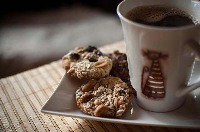 The iMore 20K / 50K Post Challenge - Are you up for it?-coffee_and_cookies_by_oakville-d4fpstq.jpg