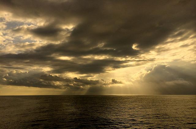 Weekly photo contest: Clouds!-napali-sunlight.jpg