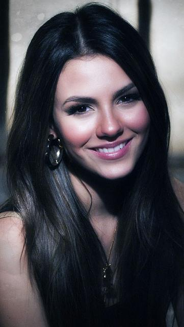Apple i phone 5 wallpapers-victoria-justice-hq-wallpaper.jpg