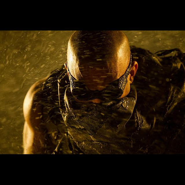 Ironman 3 and Riddick Retina Wallpapers-riddick-3_ipad.jpg